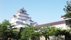 鶴ヶ城(一財)会津若松観光ビューロー01